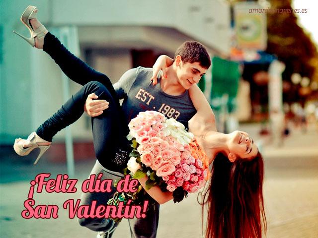 feliz dia de san valentin pareja con rosas cargada