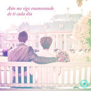 Pareja enamorada en banca parque