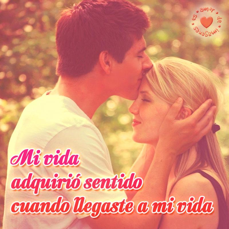 Bonita Imagen De Pareja Beso En La Frente Con Frase De Amor