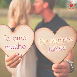 bonita pareja con corazones y frase de te amo