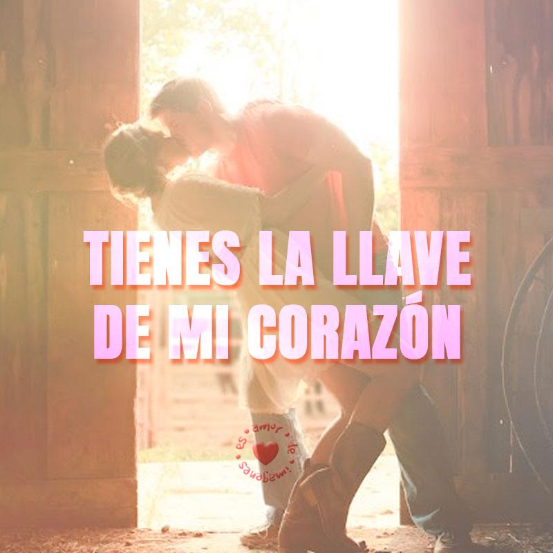 frase corta de amor con foto de pareja besándose