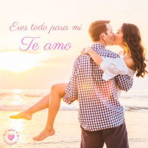 hermosa imagen de pareja en playa con frase te amo