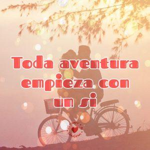 linda pareja en bicicleta con frase de amor