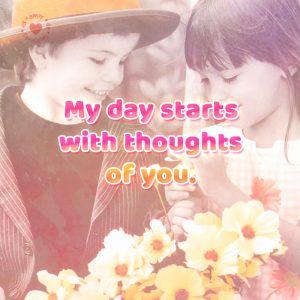 romántica-pareja-de-niños-con-bonita-frase-de-amor-en-inglés-para-descargar-gratis